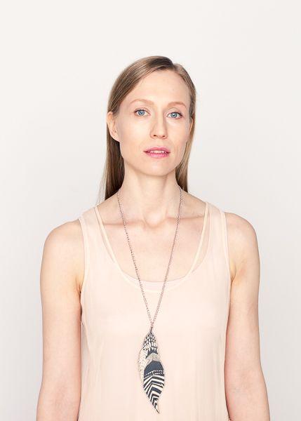 Good News Afri necklace // Good News Afri kaulakoru Photo: Utu-Tuuli Jussila Model: Elisa Harva