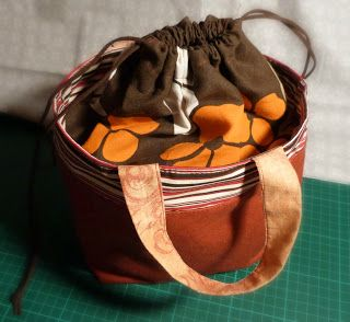 Ommeltu laukku, käsityökassi