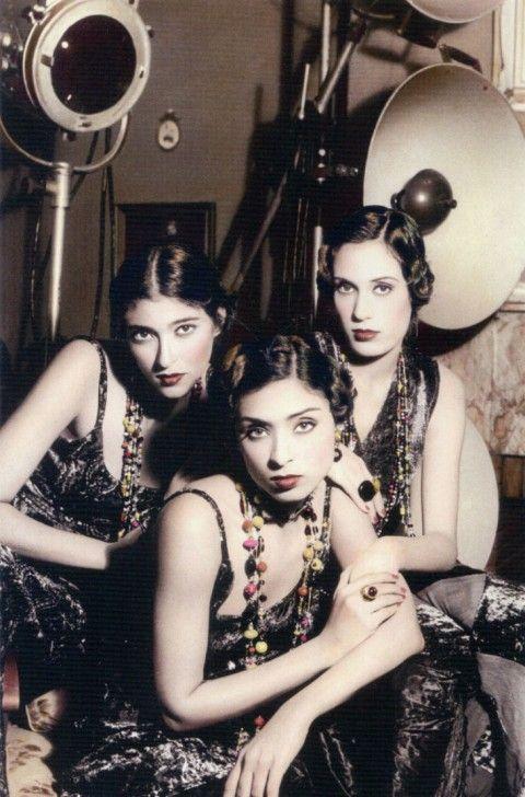 Youssef Nabil, Tre ragazze nello studio, 1993