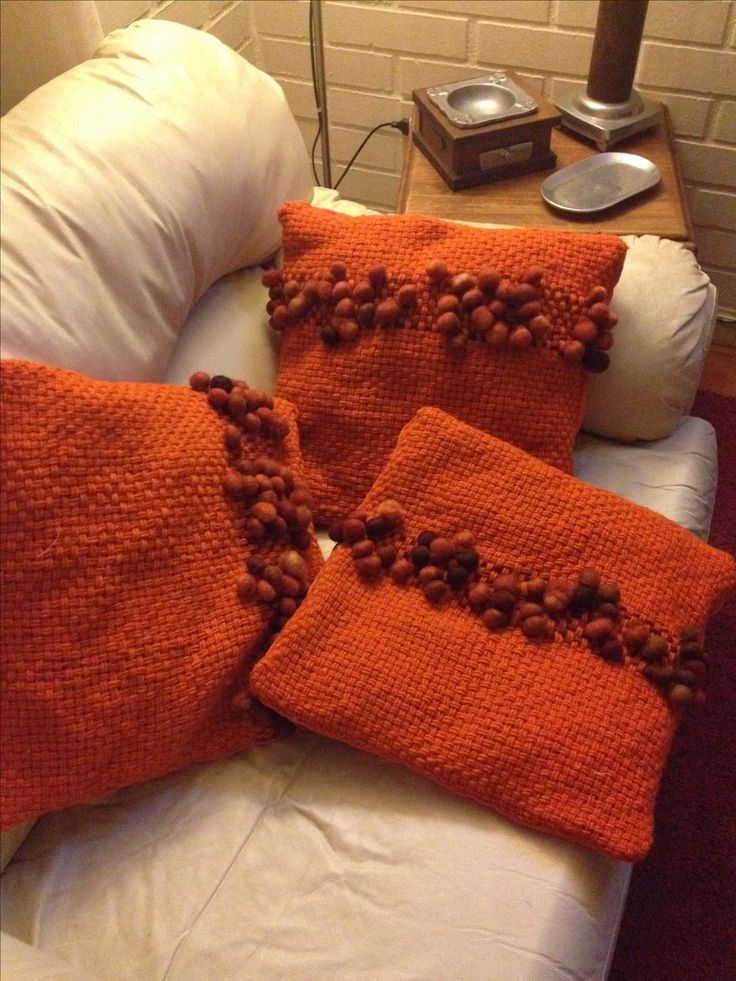 Cojines Naranja con aplicación de Lana nudos en telar rectangular