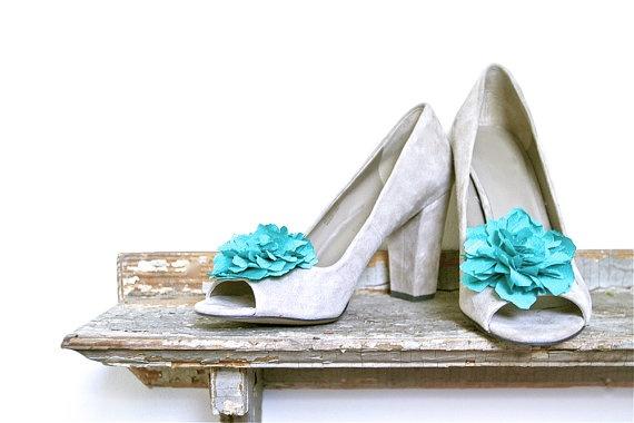 pretty peony shoe clips: Silk Flowers, Tiffany Blue Flowers, Summer Bride, Flower Shoes, Flowers Shoes, Flowers Clip, Shoe Clips, Blue Shoes, Shoes Clip