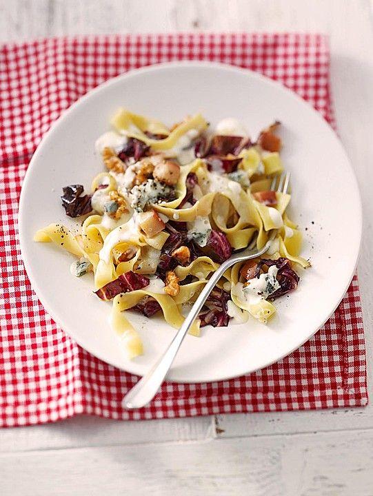 Herbstliche Pasta mit Gorgonzolasauce Birnen, Radicchio und Walnüssen