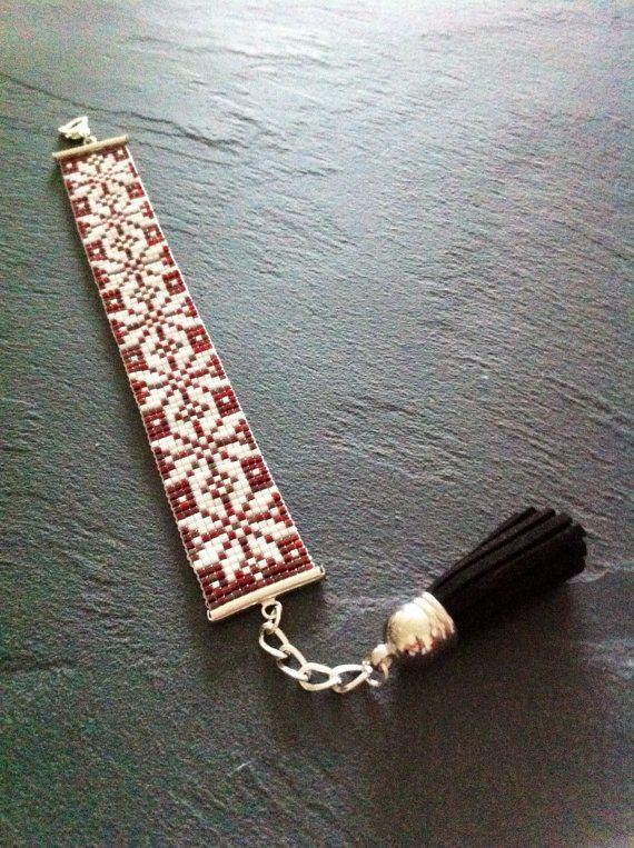 Bracelet Manchette Flocons Rouge Grenat  par TDFTheDreamFactory, €23.00 Seed…
