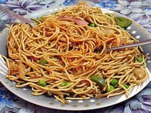 Recette Nouilles chinoises sautées aux légumes et aux œufs
