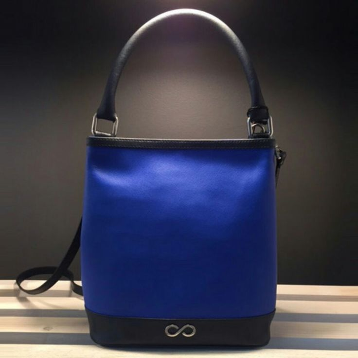 http://www.l4ove.com/index.php/en/shop/handbags/fl-handback-in-bluette-saffiano-detail