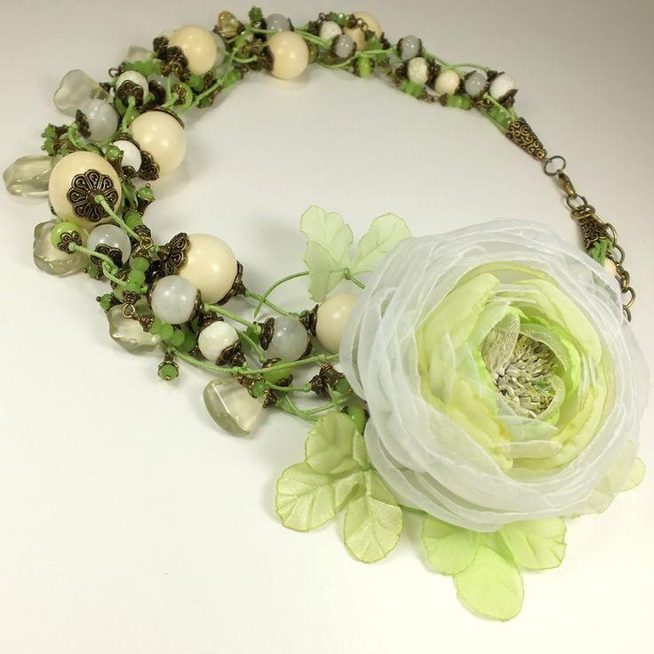 Купить Светло - Яблочный Этюд. Колье, серьги, брошь- цветок - салатовый, светло-зеленый, белый