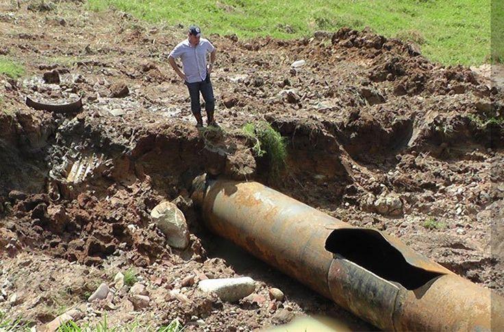 """Municipio Cárdenas representa una """"bomba de tiempo"""" El alcalde del municipio Cárdenas dijo que varios sectores de esa localidad están en riesgo por la tubería matriz de agua del Acueducto Regional de Táchira, debido a su mal estado.  http://wp.me/p6HjOv-3iT ConstruyenPais.com"""
