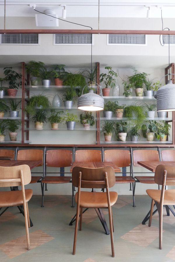 Velkjente Höst har fått en søsterrestaurant beliggende på Hotel SP34, og Väkst byr på herlig hagefest-atmosfære, spennende mat og vakkert interiør.