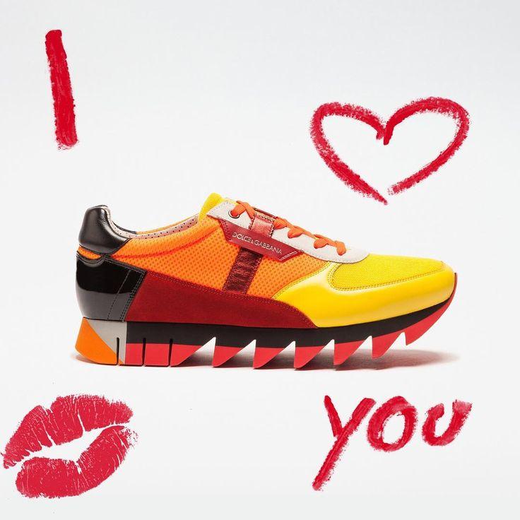 """28 ezer kedvelés, 200 hozzászólás – Dolce & Gabbana (@dolcegabbana) Instagram-hozzászólása: """"Valentine's Day gift ideas for him are now on Dolce&Gabbana Online Store. Link in bio.…"""""""