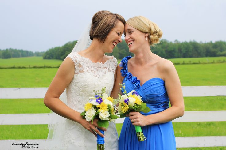 Sisterly Love. Click to see high resolution. Photo by Emily Drouin Photography. Facebook: Emily Drouin Photography. Ontario, Canada.