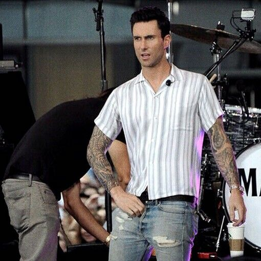 Adam Levine Having A Wardrobe Malfunction Ill Help