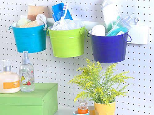 Organizador reciclado, baldes de chapa pintados con acrílicos.