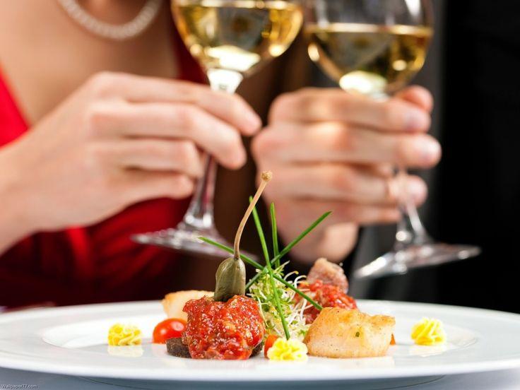 Surprinde-ți persoana iubită oferindui o cină romantică pregătită doar de tine.