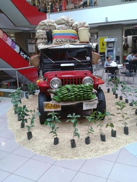 Muestra de jeep en #Pereira #Colombia @Dituristico
