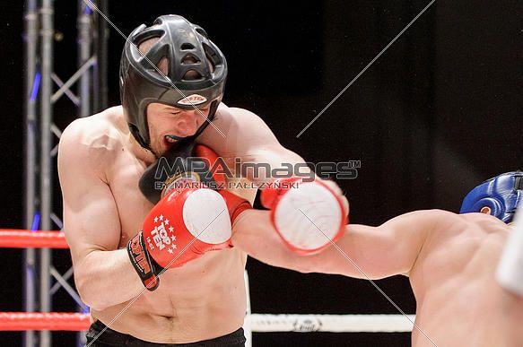 Muszynski Bartosz UKS Armia Polkowice (red) - Kowalski tomasz KS Palestra Thai Kickboxing (black) | © Mariusz Pałczyński / MPAimages.com