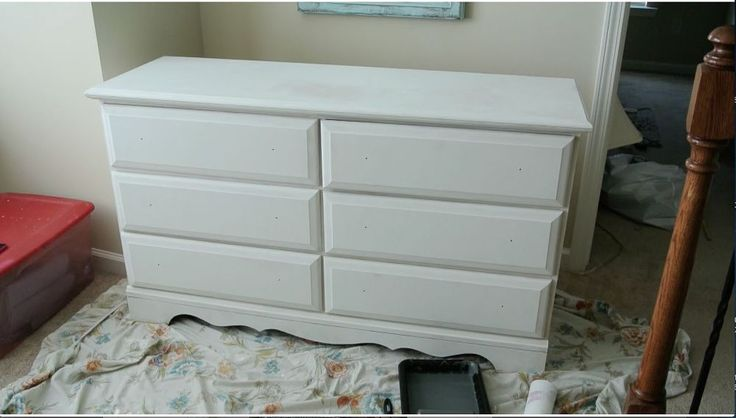 This is the one decorating technique that looks good literally anywhere ... my dresser is just this style ... this inspires me!
