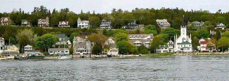 Michigan Jobs Did you know you could work on an island all summer where no cars are allowed? Guest service positions at resorts and restaurants on Mackinac Island. Also summer jobs at Isle Royale National Park, summer camp jobs and resort/ranch jobs in other parts of the state.