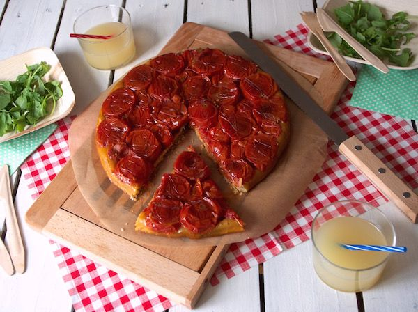 Voici ma recette de tatin de tomates au balsamique. Facile à faire et légère, cette tarte tatin de tomate est idéale pour un pique-nique !