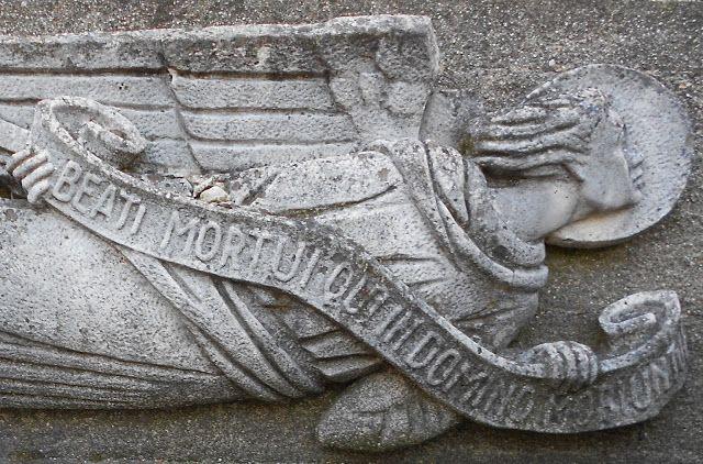 BEATI MORTUI QUI IN DOMINO MORIUNTUR, tomba famiglia Bassani angelo di Virgilio Milani, Rovigo