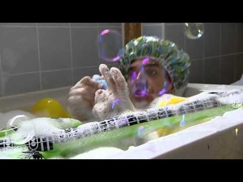 Filmpje badkamer/eendjes met liedje huis en liedje spetter, spetter, spat