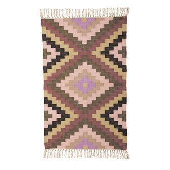 Optisch ansprechender Teppich mit grafischem Muster in braun-rosa Farbtönen. Hergestellt und designt von der dänischen Trendmarke House Doctor.