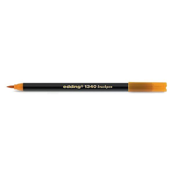 Edding 1340 brushpen oranje  |  De Edding 1340 oranje brushpen is geschikt voor een verscheidenheid aan creatieve projecten. Deze viltstift heeft een zeer flexibele punt, waardoor de schrijf- en tekenbreedte kan variëren van zo dun als een speld tot zo breed als een penseel. Brushpennen zijn o.a. geschikt voor het decoreren van kaarten of het inkleuren van stempels. De inkt op waterbasis is voor het drogen te mengen met water, waardoor een bijzonder waterverfeffect ontstaat.