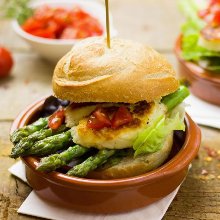What to grill this week - Asparagus Chicken Burger! Chicken burgers are the obvious go-to. A thick and juicy chicken fillet and cooked to perfection. Savour every bite! Get the recipe now on #mealery. . #mealplan #burger #mealplanning #burgernight #healthyfood #healthyeating #foodie #healthylifestyle #homemade #chefathome #chickenburger #foodporn #burgersofinstagram #bestburger #burgerlove #instafood #easyrecipes #mealplanningapp #healthyrecipes #cookingathome #australianfoodie #australiafood