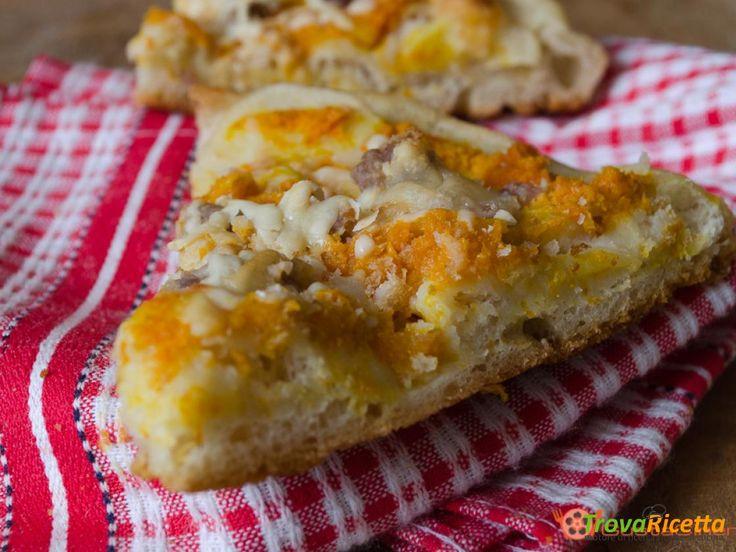 Pizza con zucca salsiccia e provola  #ricette #food #recipes