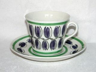 Denna Gefle-koppen heter Delila och är en tekopp i modellen E. Dekoren Delila gjordes enbart 1962