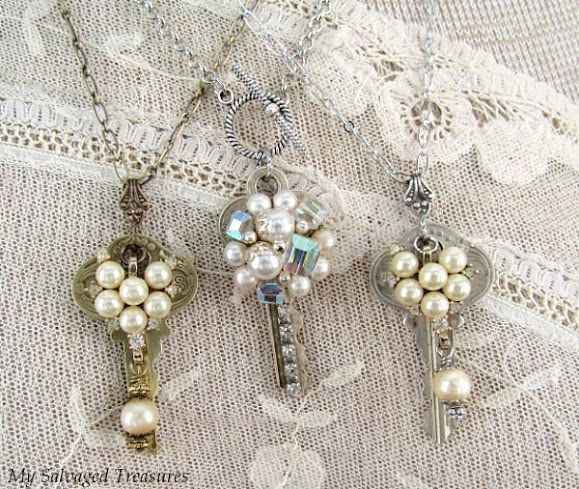 Modern key jewelry upcycle craft http://www.pinterest.com/ahaishopping/diy-crafts/
