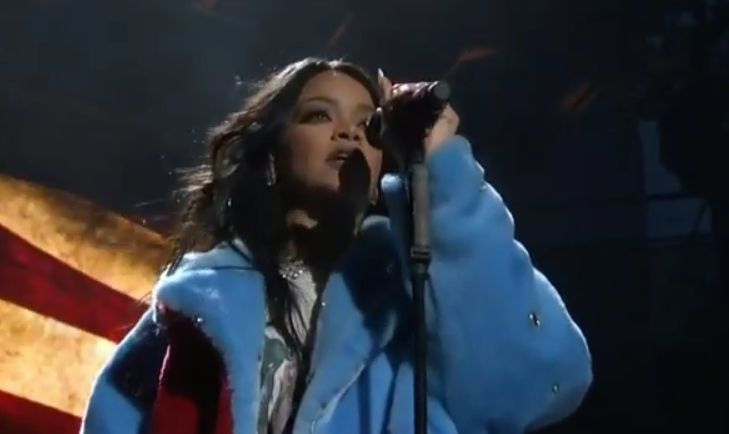 The Trends of Today: Hurray Rihanna Performs New Song 'American Oxygen