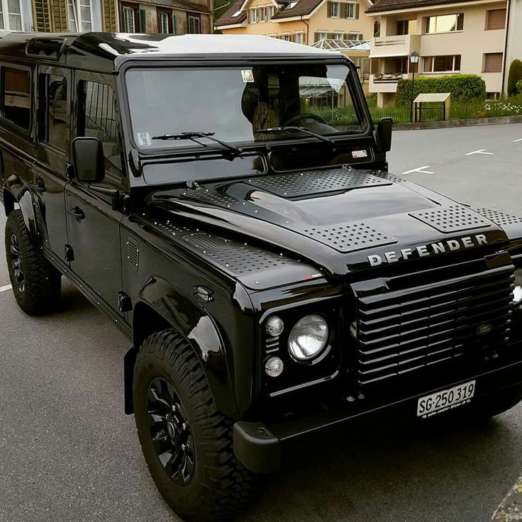 Latest Land Rover Defender - Auto Express