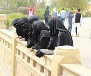 Students wearing Niqab having a tour