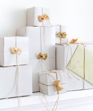 I'm dreaming of a white christmasGift Bows, Bows Ties, Gift Wrapping, Pasta Bows, Gift Ideas, Creative Gift, Gift Wraps, Wraps Gift, Wraps Ideas