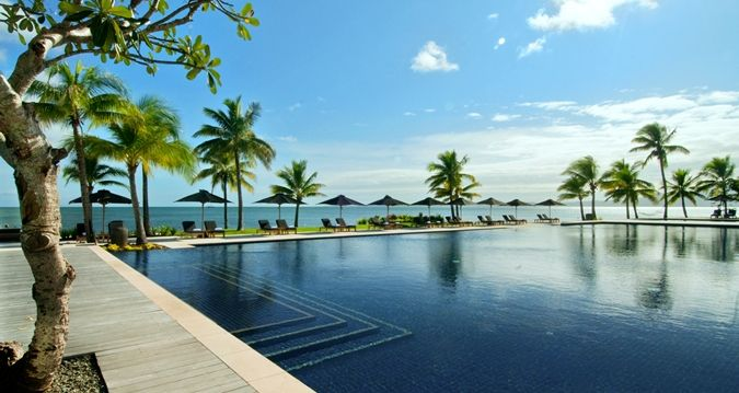 Hilton Fiji Beach Resort & Spa, Fiji - Outdoor Swimming Pool Palms