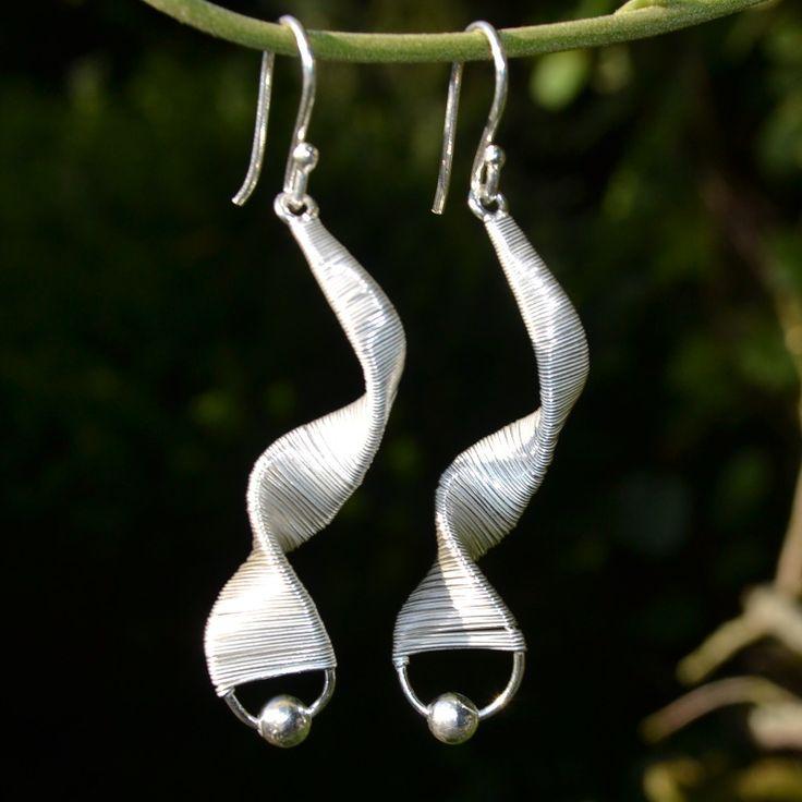 Moederdag tip! Elegante lange zilveren oorbellen. Gratis verzending binnen NL