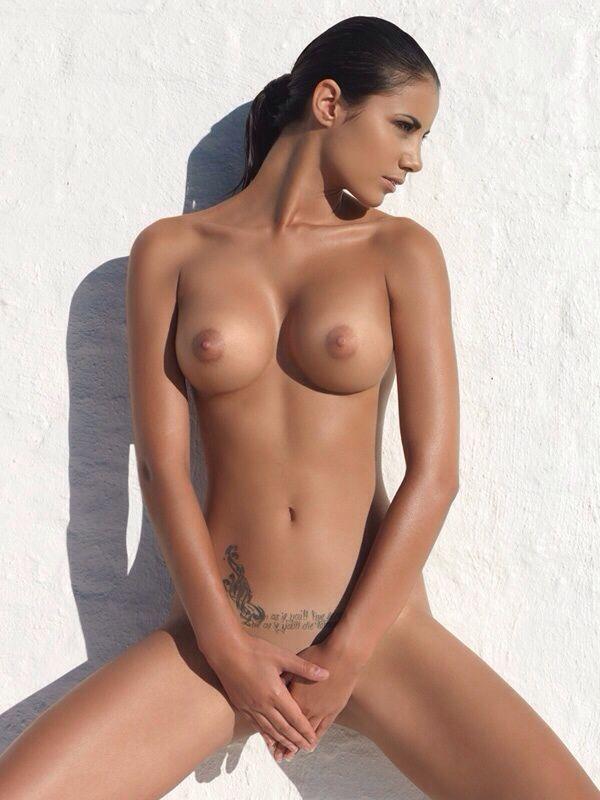 Johanna Lundbäck completely nude