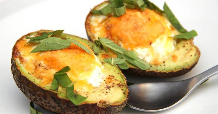 Remek recept Avokádós tojás reggeli. Finom és egészséges avokádós reggeli fogás! Próbáld ki ezt a receptet is! ;)