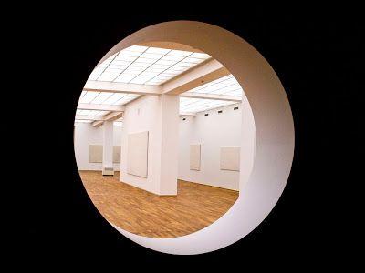 Qiu Shihua Exhibition: Weißes Feld