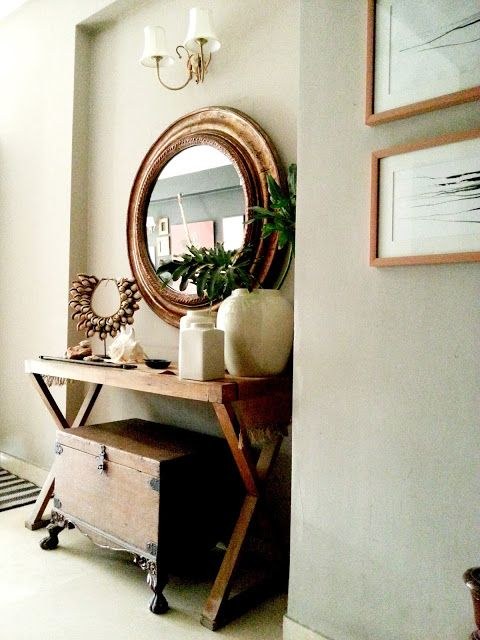 Neutral mirror and entree table