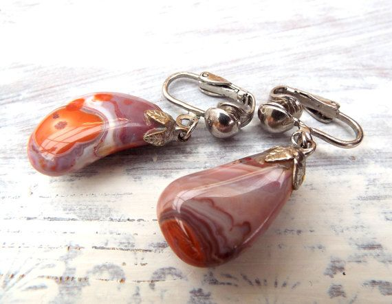 Pair of tumbled stone clip on earrings in fabulous burnt orange / grey mauve colours dating from the late 1980s to early 1990s.  The drop stones are attached to silver tone metal clasps - one of the clasp pads is very slightly misaligned compared to the other but both clasps work well and are secure.  In good clean condition.  Total Length: Approx 4cms / 1½ Stones: Approx 2.5cms x 1.5cms / 1 x ½ More vintage and retro here www.etsy.com/uk/shop/EnglishOldSchool  T...