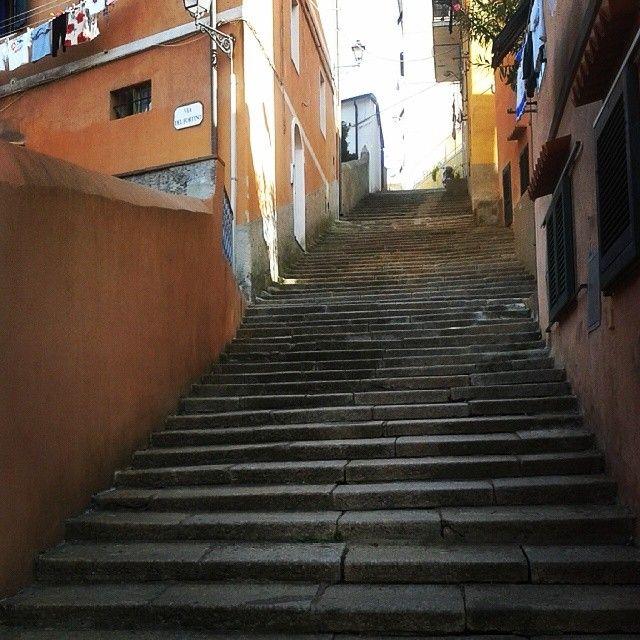 """#ShareIG Nella zona chiamata dai riesi """"Il castello"""" le scale non mancano ;-) #RioMarina #elbadascoprire #elba #isoladelba #Lacostachebrilla #tuscany #igersitalia #igerstoscana"""