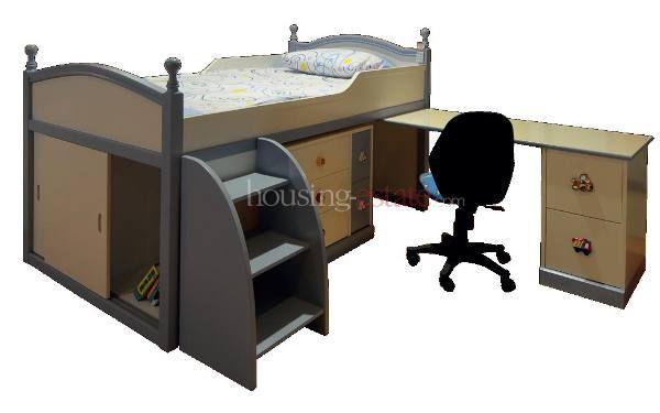 Semua bagian kolong dipan digunakan untuk kabinet. Desainnya cocok untuk anak perempuan usia taman kanak-kanak (TK).