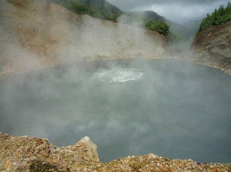 Кипящее озеро – #Доминика #Округ_Святого_Патрика (#DM_09) Если вы любите яйца, сваренный вкрутую, на этом озере их легко можно приготовить! http://ru.esosedi.org/DM/09/1000251367/kipyaschee_ozero/
