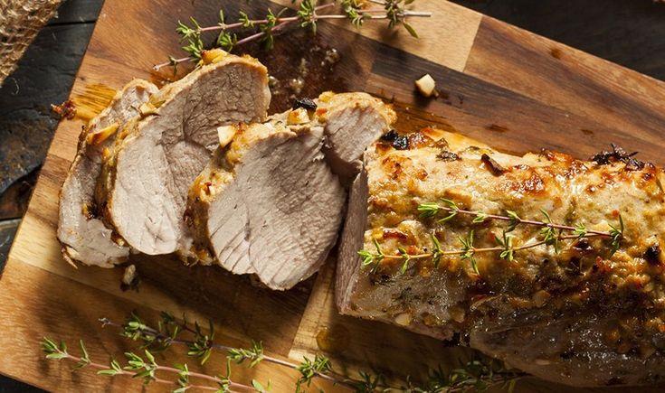 Εύκολη συνταγή για ένα νόστιμο κι αρωματικό πιάτο με το πιο τρυφερό κομμάτι του χοιρινού κρέατος, που δε χρειάζεται καθόλου κόπο για να μαγειρευτεί. Μπορεί να σταθεί άνετα και σε ένα γιορτινό τραπέζι.