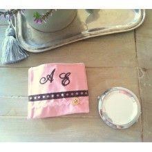 Kişiye özel aynalar ile öğretmenlerinizi mutlu edin :) http://www.giftomino.com/kime-hediye/ogretmene-hediye