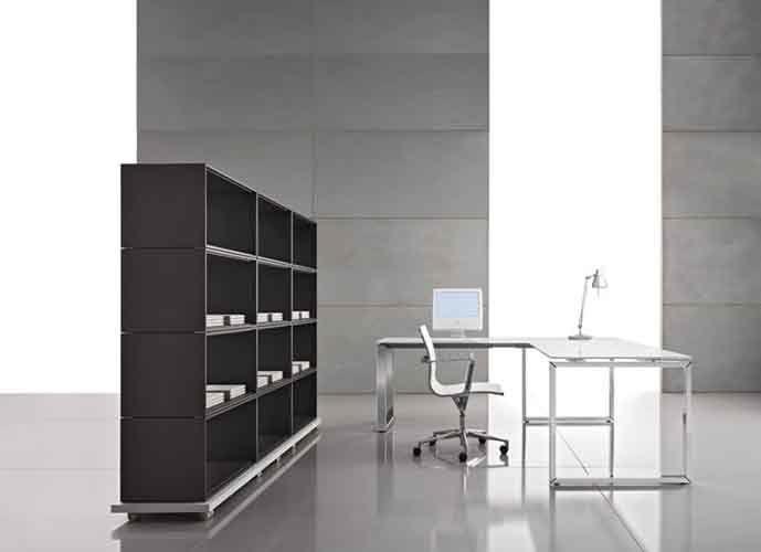 """""""LOOPY"""": Il razionalismo conquista l'ufficio. Il fascino della purezza formale, l'uso delle strutture semplici e la rinnovata filosofia della funzionalità, mettono LOOPY al centro delle attività operative e direttive nel posto di lavoro."""