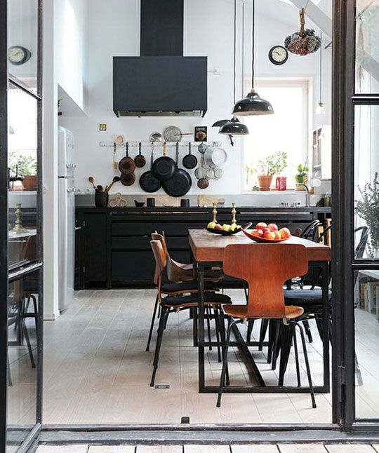 I like the airy space of this kitchen, though I'd have different colors and different furnishings if it were mine.