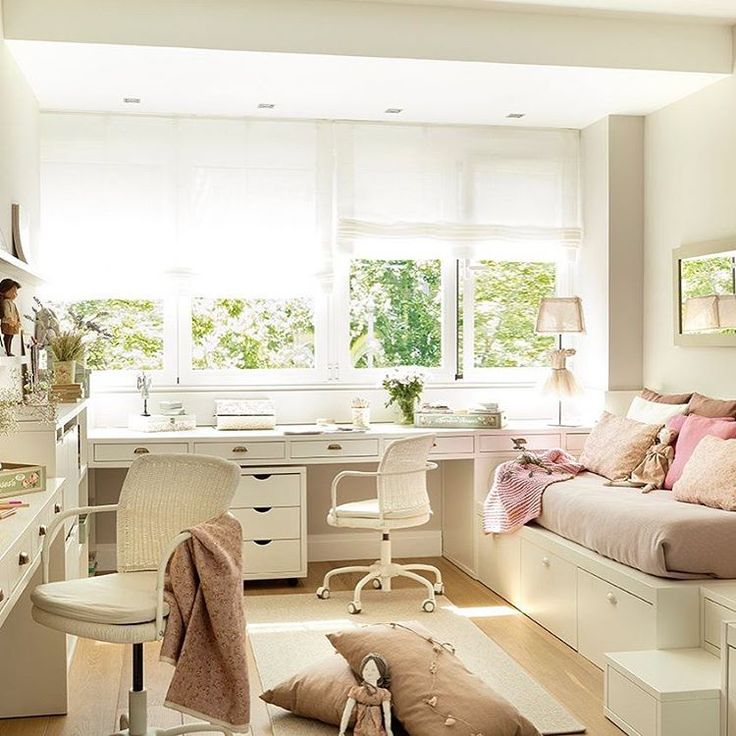 Esta habitación de princesas tiene muchísima luz. Y zona de estudio. Y vestidor. Y baño. Y color rosa... Vamos, ¡es toda una suite! El sueño de cualquier niña (y no tan niña) . . #elmueble #niña #girl #habitacion #rosa #pink #kidsroom #princessroom #princess #suite