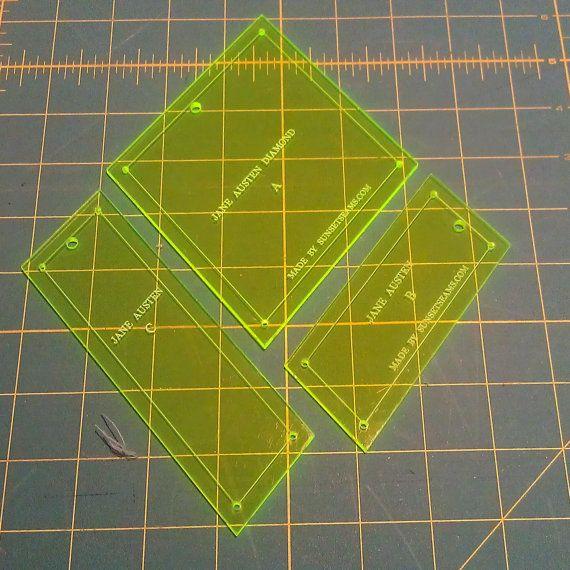 Diese Liste ist für ein 3-Piece Acryl Vorlagensatz, schafft einen Effekt ähnlich wie Replik Jane Austen Stil Steppdecken, wie die abgebildete auf http://www.pinterest.com/source/jasa.net.au/ (Maschine und Hand-piecing passt).  Vorlagen sind Lasergeschnittene Präzision, Festigkeit und Haltbarkeit. Acryl ist transparent (ideal für pingelig-schneiden) und 1/8 Zoll (oder 3mm) dick - ganz wie kommerzielle Sammelfläche Herrscher.  Beschleunigen durch Ihre Verwendung di...